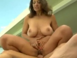 woman copulates the swimmingpool boy