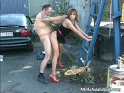 openair session with kinky brunette lady